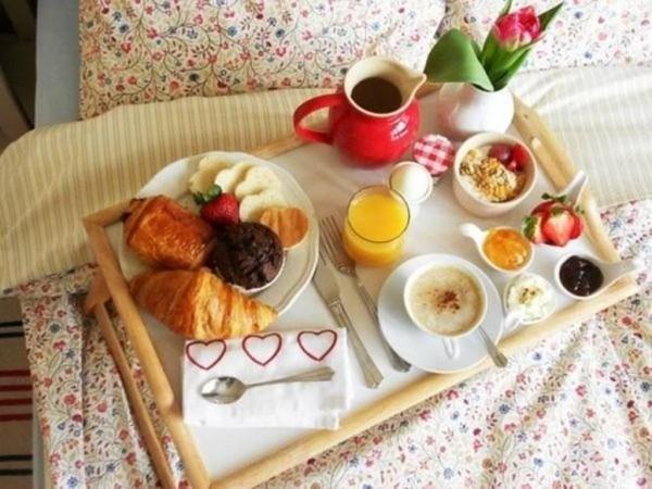 schlichte Ideen für ein Frühstück Valentinstag Frühstück