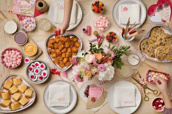 wunderbare Tischgestaltung Valentinstag Frühstück