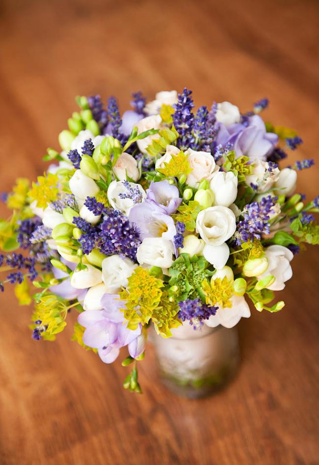 Auch in einer Vase ziehen die Freesien alle Blicke auf sich an.