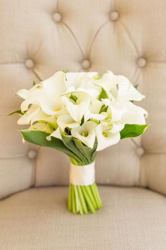 Blumen zum Valentinstag weiße Callas schöner Strauß Eleganz