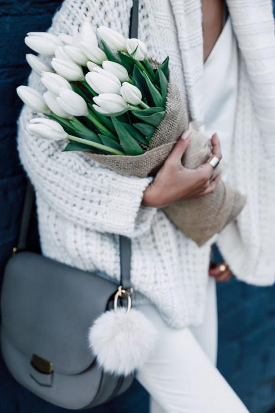 Blumen zum Valentinstag weiße Tulpen Sinnbild für zeitlose Liebe