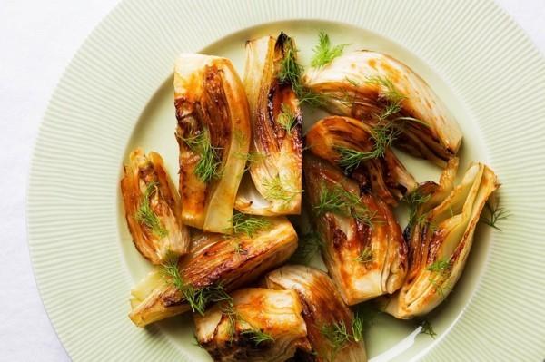 Fenchel grillen und würzen Fenchelsalat Rezept