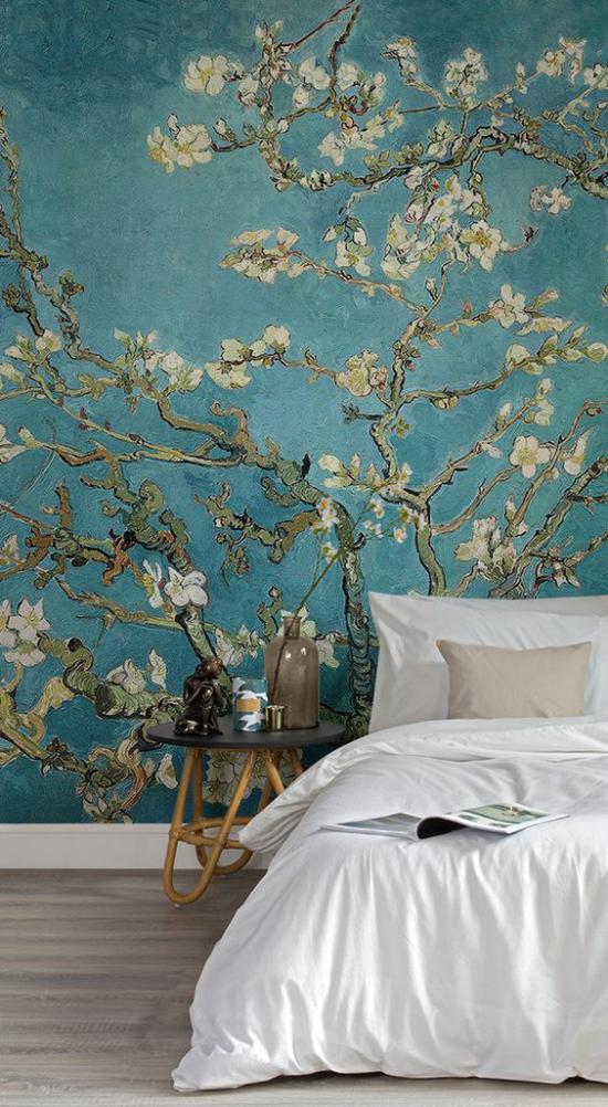 Frühlingsdeko mit Kirschblüten Wandtapete blaugrüner Hintergrund weiße Blüten im Schlafzimmer