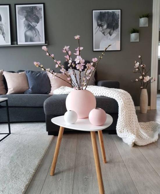 Frühlingsdeko mit Kirschblüten rosa Blüten rosa Vasen