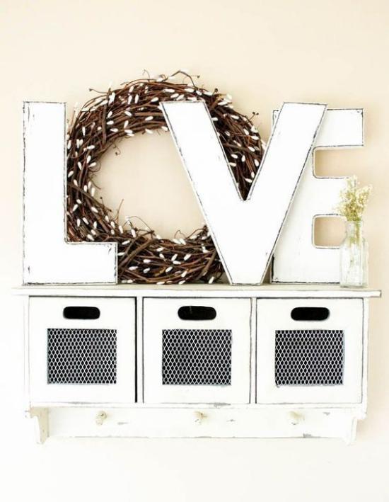 Frühlingsdeko mit Weidenkätzchen Kranz selber binden dekorieren Buchstaben Liebe