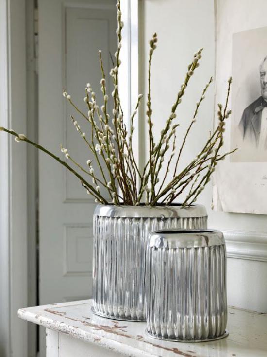 Frühlingsdeko mit Weidenkätzchen herrliches Arrangement in Vase