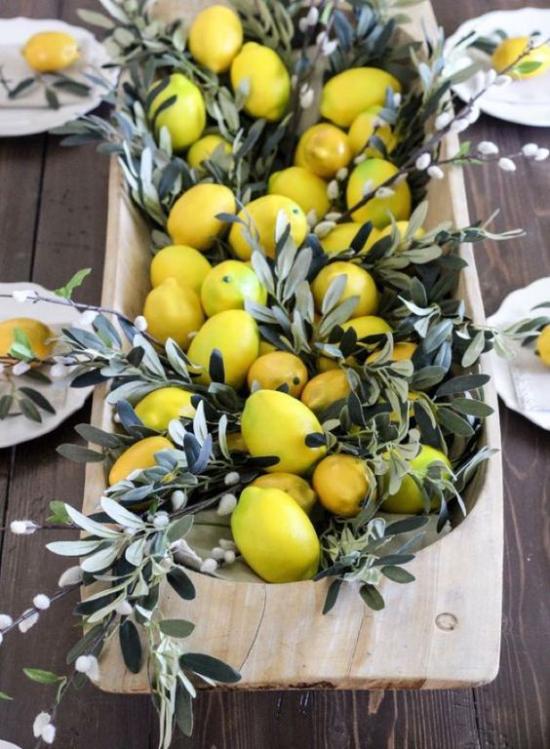 Frühlingsdeko mit Weidenkätzchen herrliches Arrangement mit Zitronen frischer Duft
