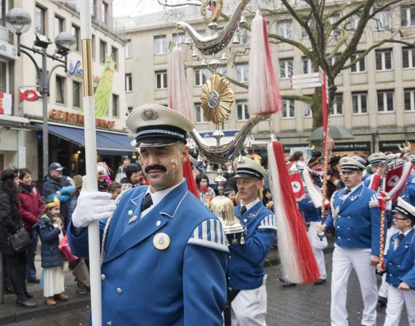 Karneval feiern Karnevalskostüme