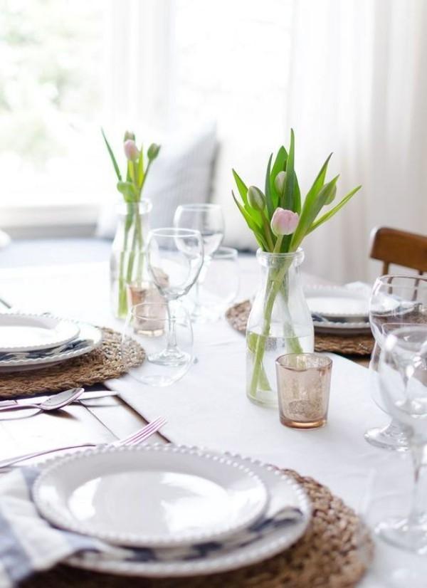 Kleine Vasen mit Tulpen - Tischdeko Ideen - Frühlingsdeko im Glas