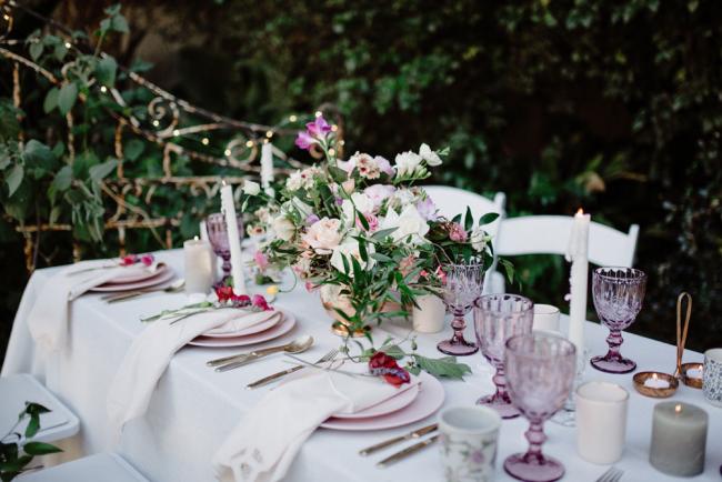 Mit diesen wunderschönen und fein duftenden Blumen kreieren Sie erstklassige Tischdekoration.