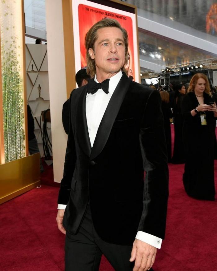 Oscars 2020 Brad Pitt allein ohne Begleitung auf dem Roten Teppich