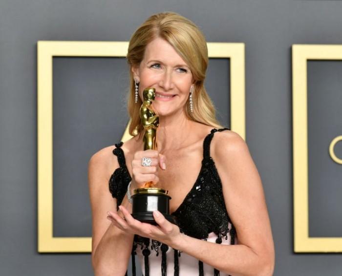 Oscars 2020 Laura Dern stolz mit dem höchsten Filmpreis ihrer Karriere