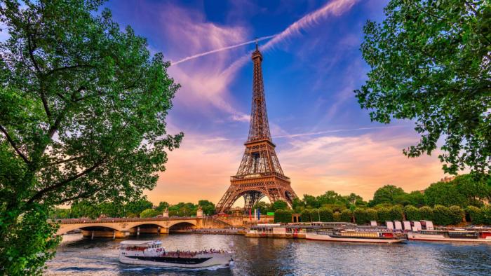 Reiseziele für Romantiker Paris besuchen Eiffelturm Wahrzeichen der französischen Hauptstadt