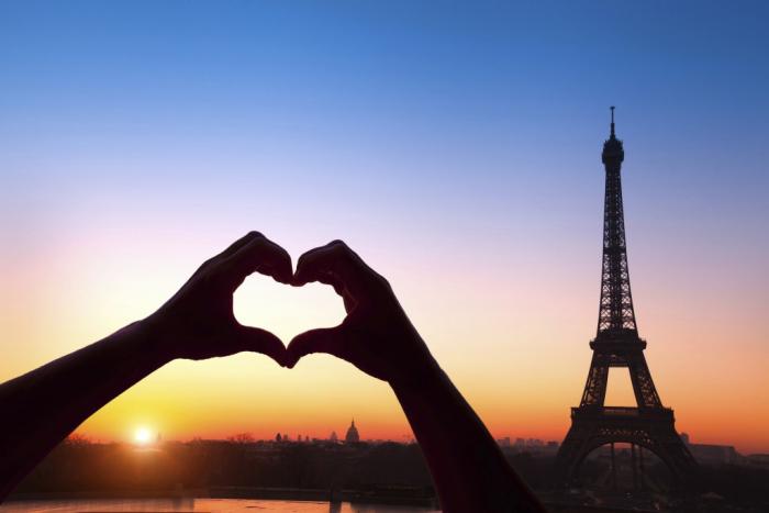 Reiseziele für Romantiker Paris besuchen den Eiffelturm sehen eine Liebeserklärung machen