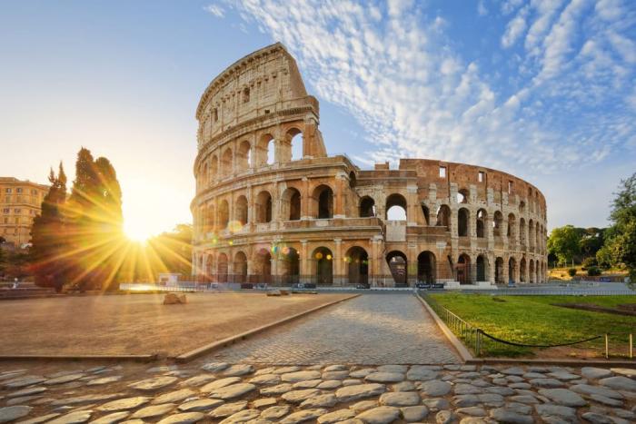 Reiseziele für Romantiker Rom die ewige Stadt Kolosseum eine der zahlreichen Sehenswürdigkeiten der italienischen Hauptstadt