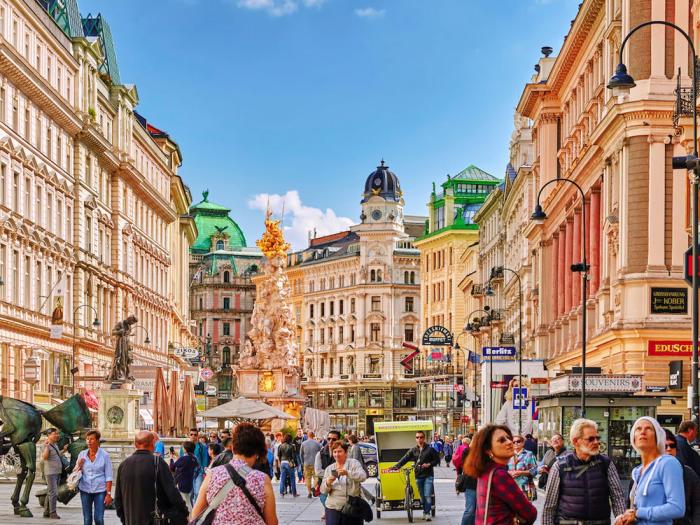 Reiseziele für Romantiker der Graben in Wien von Touristen überlaufen Shoppingmeile schöne Kaffeehäuser