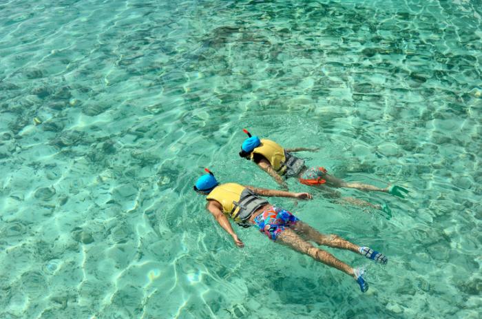 Reiseziele zum Valentinstag Indischer Ozean kristallklares Wasser tauchen auf den Malediven