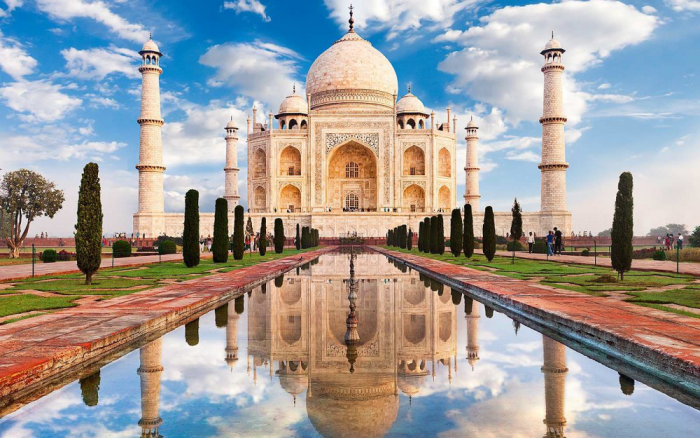Reiseziele zum Valentinstag Taj Mahal das bekannteste Bauwerk Indiens Symbol wahrer Liebe