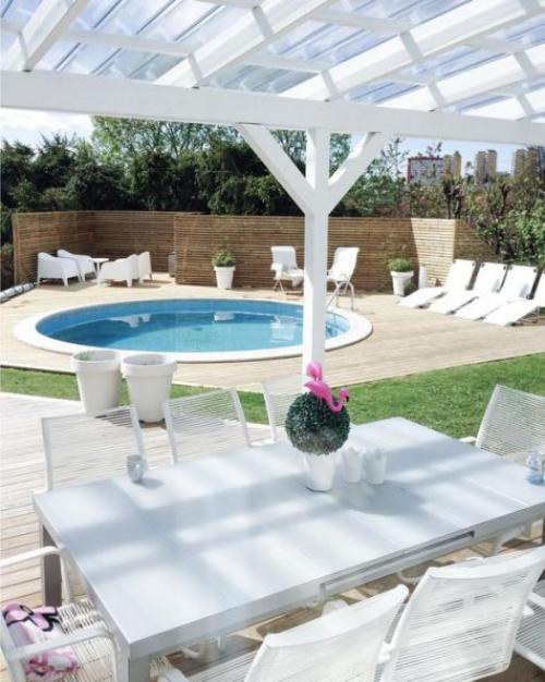 Runde Gartenpools eingelassenes Schwimmbecken Sitz-und Essecke im Freien alles weiß einladend
