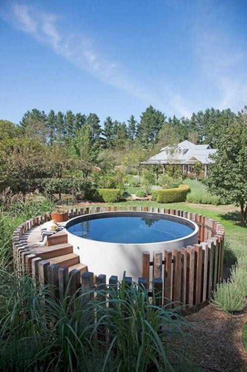 Runde Gartenpools perfekte runde Form Treppe Zaun aus Holz