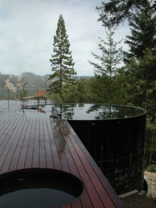 Runde Gartenpools zwei runde Planschbecken der eine eingebaut Deck aus Holz