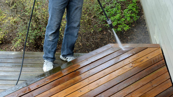 Saubrmachen mit Umwelt-Mitteln Terrassenplatten reinigen