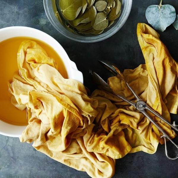 Stoff färben Textilien färben Kleidung färben Lebensmittel Farbbad gelb