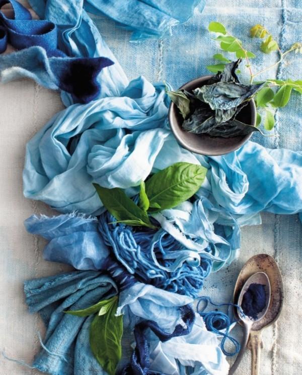 Stoff färben Textilien färben Kleidung färben blaue Farbtöne Lebensmittel