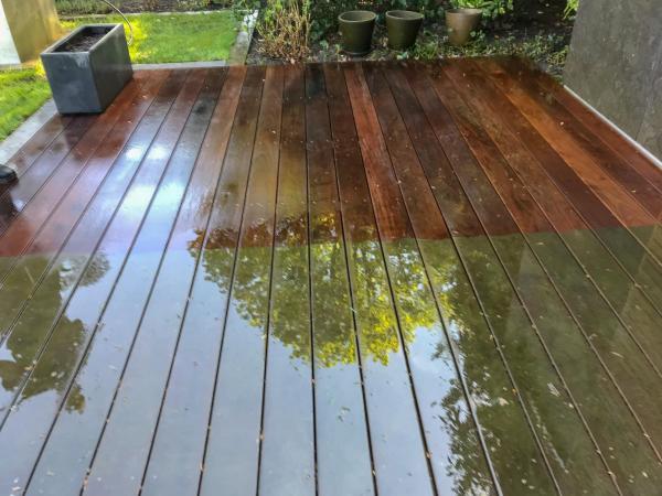 Terrassenplatten reinigen - Fliesen mit Holzoptk