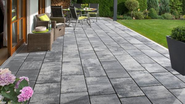 Terrassenplatten reinigen - ideal für die Steinoptik