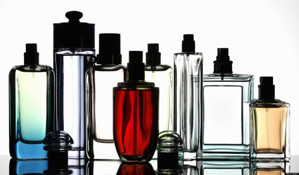 Viele Parfüms für den Valentinstag