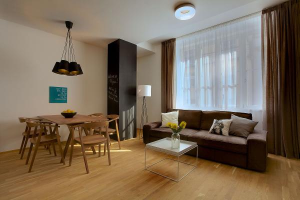 Wohnung einrichten Holzmöbel und andere Ideen