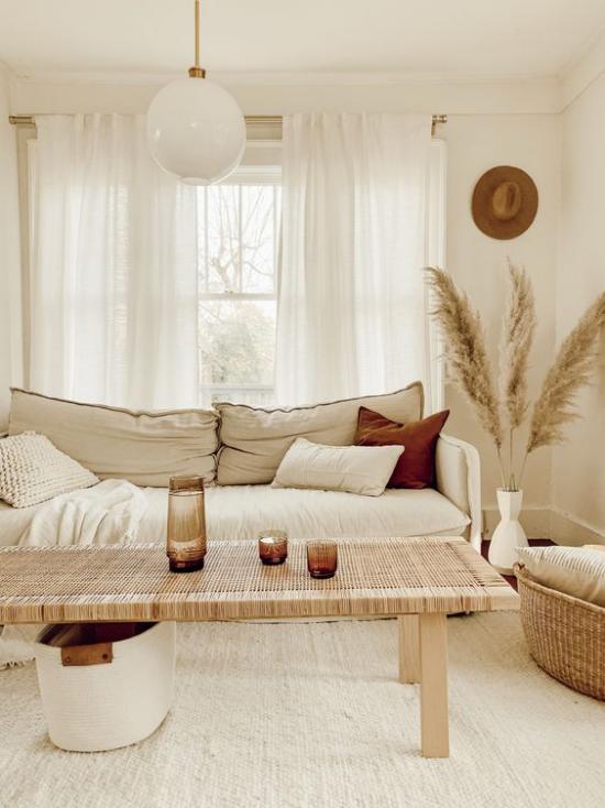 Wohnzimmer Sofa Kissen Dekoration geflochtener Tisch Korb