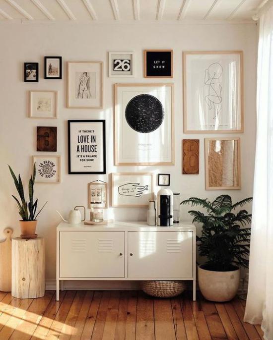 Wohnzimmer optisch erweitern Lieblingsstücke zur Schau stellen nicht zu viel Wanddeko ist besser