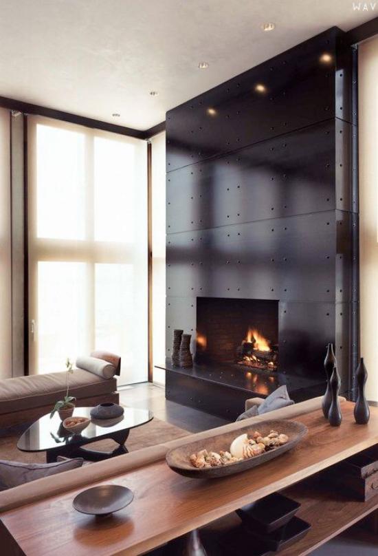 Wohnzimmer optisch erweitern ansprechendes Ambiente sehr stilvoll eingerichtet dunkle Wand mit eingebaute, Kamin Strahler als Eyecatcher