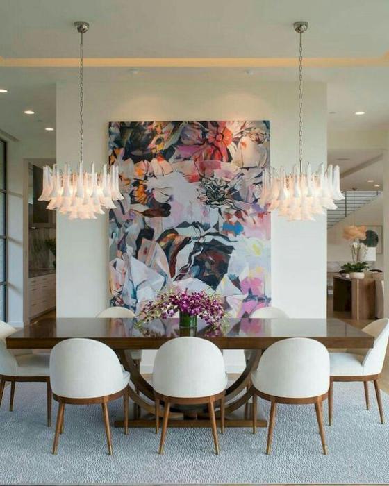 Zeitgemäße Raumgestaltung Esszimmer sehr stilvoll gestaltet Wanddeko Blickfang Hängelampen