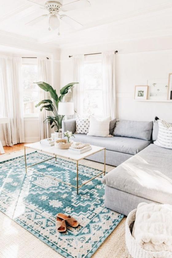 Zeitgemäße Raumgestaltung Wohnzimmer in neutralen Farben visuelle Balance gute Ordnung