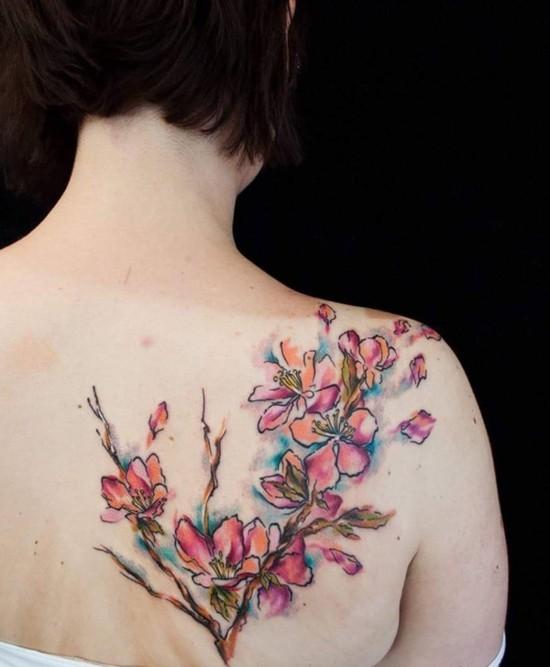 aquarell kirschblüten tattoo rücken