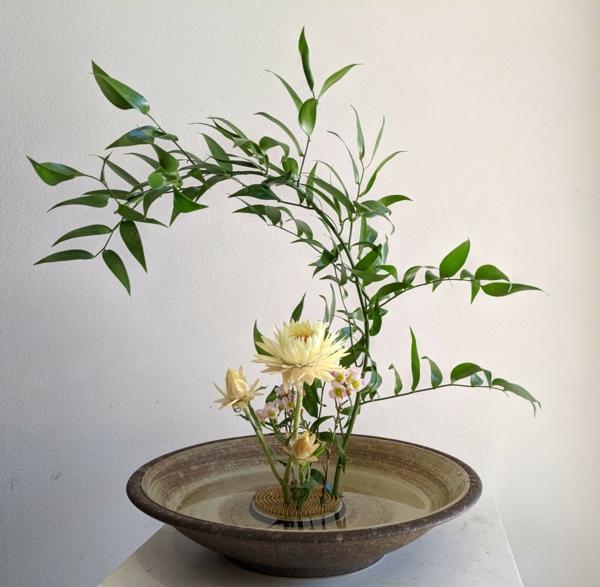 chrysanthemen ikebana japanische blumensteckkunst