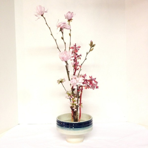 frühlingsdeko ikebana japanische blumensteckkunst magnolie kirschblüten