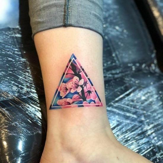 geometrische kirschblüten tattoo dreieck unterschenkel
