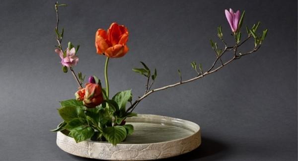 ikebana japanische blumensteckkunst tulpen magnolie