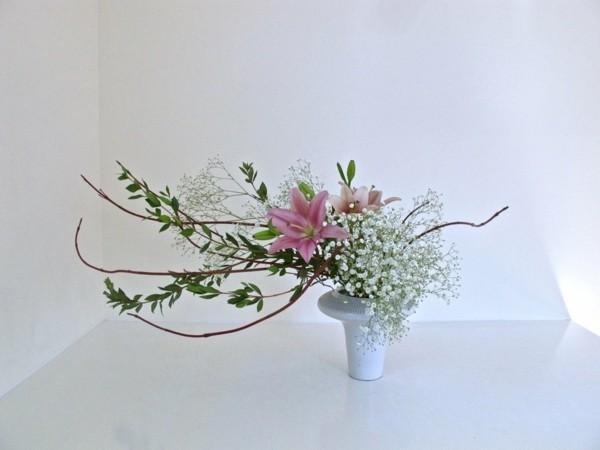 lilien schleierkraut japanische blumensteckkunst