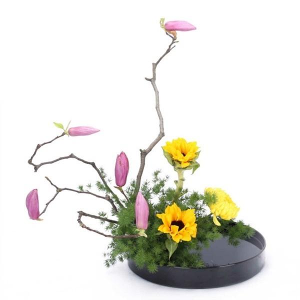 magnolie sonnenblumen japanische blumensteckkunst