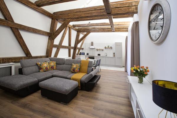 moderne Wohnung einrichten Ideen fürs Dachgeschoss