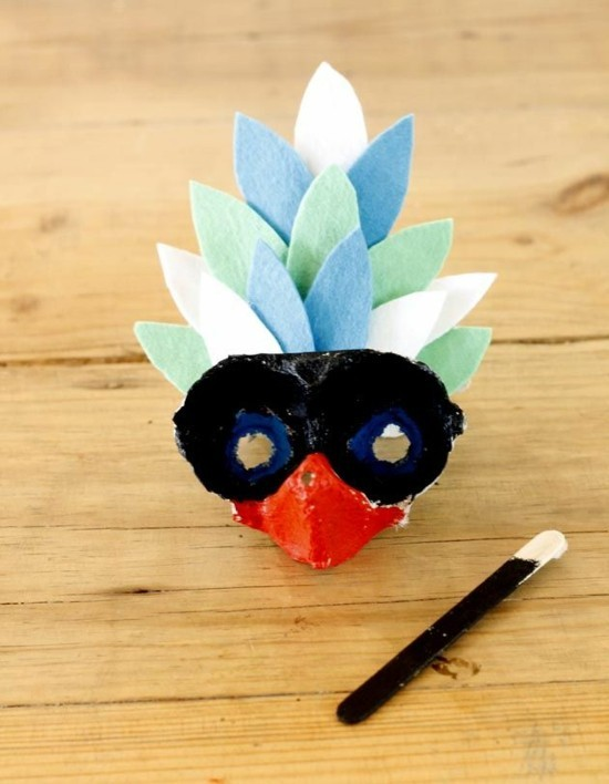 papagay maske aus eierkarton basteln mit kindern