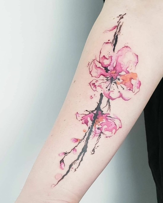 tolle kirschblüten tattoo idee unterarm