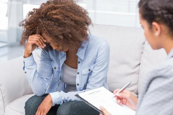 Östrogenmangel Symptome niedriger Östrogenspiegel Arzt aufsuchen