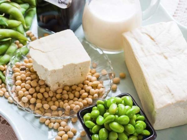 Östrogenmangel Symptome niedriger Östrogenspiegel gesunde Ernährung Soja