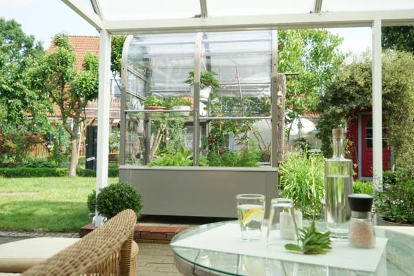 Balkon-Gewächshaus Terra bietet frisches Gemüse zum Greifen nahe